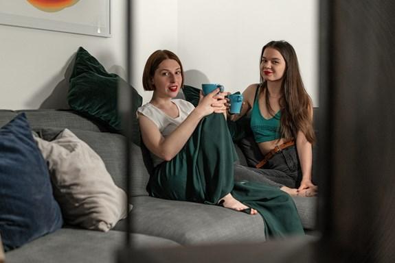 Na fakultě sociálních studií studovaly obě kamarádky, Terézie Ferjančeková a Zuzana Kašparová, Mediální studia a žurnalistiku. Zdroj: Vyhonit ďábla