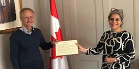 Profesor Kyloušek převzal ocenění od kanadské velvyslankyně
