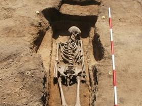 Parazité z hrobů prozrazují, jak se žilo kdysi