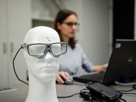 Jak měříme pohyb očí? (eye-tracking video)