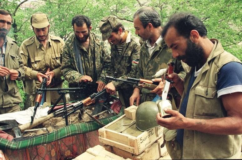 Ázerbájdžánští vojáci během karabašské války v roce 1992. Foto: Ruaf Mammadov, Wikimedia Commons, CC BY-SA 4.0