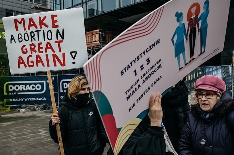 Foto z protestů. Autor: Maciej Stanik, profil Strajk kobiet, sekce pro média.