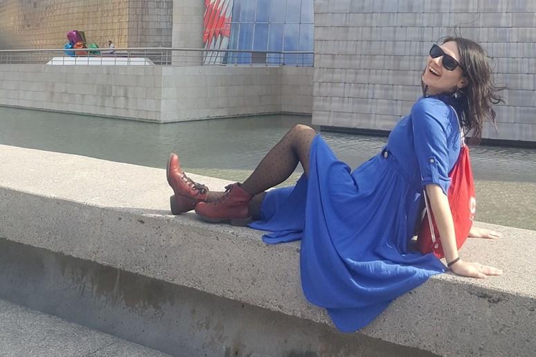 Jednou ze zálib Bokové je jídlo a cestování. Na fotografii je na dovolené v Bilbau u Guggenheimova muzea. Foto: archiv Gabriely Bokové