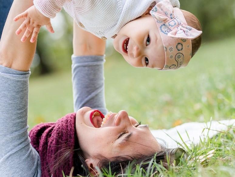 Boková je v současné době na rodičovské dovolené. Podle jejích slov jí největší podněty pro osobní rozvoj přináší dcera Ela.  Foto: Kateřina Vališová