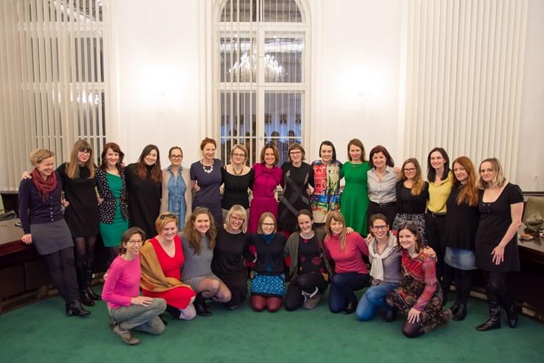 Kolektiv přispěvatelek knihy. Foto: Kateřina Šimáčková