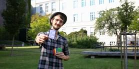 Nechtěl, aby jeho práce skončila jen v archivu, atak vytvořil karetní hru