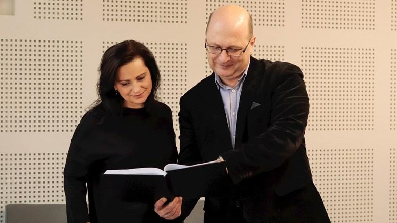 Proděkan Lukáš Fasora s personální manažerkou HR Award Silvií Rampouchovou