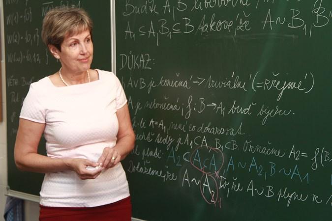 Prof. RNDr. Zuzana Došlá, DSc. se věnuje například kvalitativní teorii nelineárních diferenciálních a diferenčních rovnic (ilustrační foto). Foto: Antonín Reňák