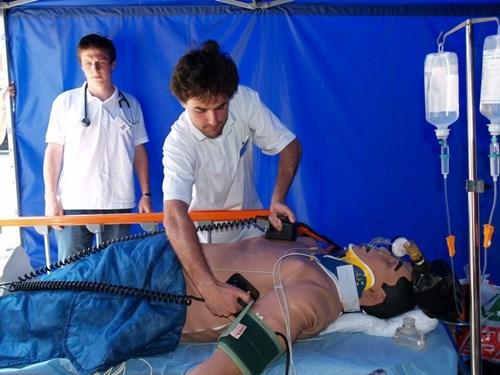 Lékařská fakulta MU: studenti při nácviku ve výuce
