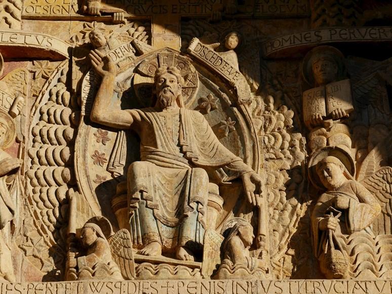 Detail tympanonu opatského kostela Saint Foy v Conques. Zdroj: Archiv Ivana Folettiho