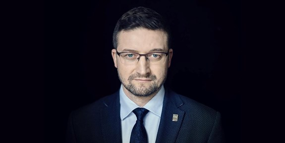 """<span style=""""font-weight: 400;"""">Polský soudce Paweł Juszczyszyn vmimořádném rozhovoru pro Právo21 hovořil o stavu polské justice a významu demokratického právního státu. Foto: Rafał Maciąga</span>"""