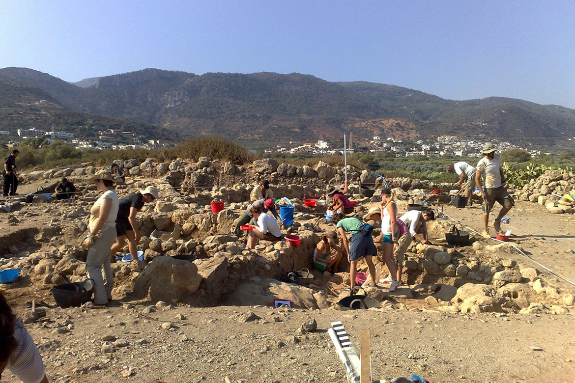 Field research at the Priniatikos Pyrgos site.