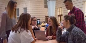 Studenty politologie asociologie čeká nová forma státnic, hlavní roli bude hrát diplomka