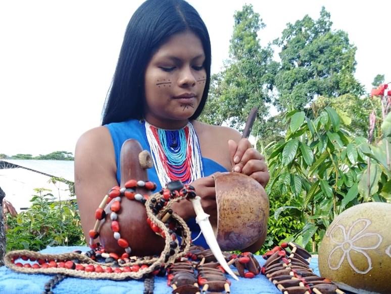 Do výuky byli přizváni mj. zástupci Shuarů, kteří mluvili o své kultuře a o významu udržovaných tradic. Foto: Pricila Espinoza Ortega (Ekvádor)