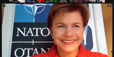 Studenti na modelu NATO jednali o jaderných zbraních i vakcínách