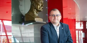 Děkanem fakulty byl znovu zvolen Tomáš Kašparovský