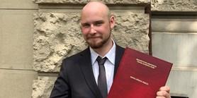Univerzitní grant pomůže studentovi zkoumat psychologické operace na Twitteru