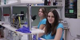 Léčba revmatu bez vedlejších účinků? Brněnští vědci testují nové léky na chronické záněty kloubů