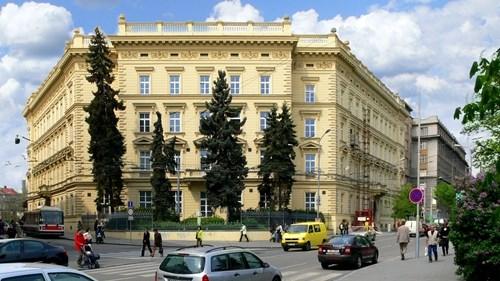 Budova RMU a Akademické menzy Moravské náměstí