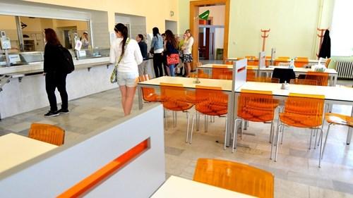 Akademická menza Moravské náměstí – výdej pokrmů pro studenty
