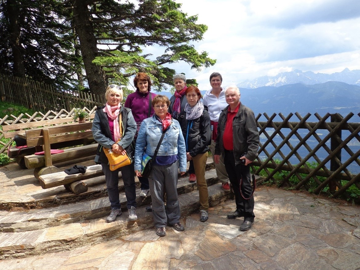 Thanks to Erasmus, the employees of the botanical garden were also able to visit the Alpine Botanical Gardens in Austria. This photo was taken at the botanical garden on Mount Dobratsch in 2014 and shows the staff alongside its leader, Gerold Hüthmayr-Stieglmayr (far right). Photo: archive of the Botanical Garden of the PřF MU.