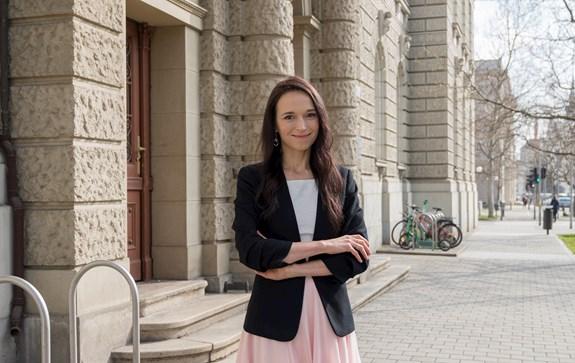 Monika Brusenbauch Meislová už přes dva roky působí na brněnské fakultě sociálních studií. Studenti se s ní mohou potkat na hodinách předmětů, jako jsou například Politiky v EU, Tajemný půvab diplomacie či Britain and the European Union. Foto: Mariya Ostrenko