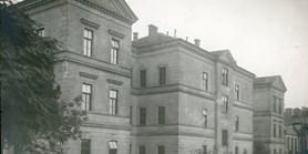 Stejný úhel pohledu: Přírodovědecká fakulta MU kdysi anyní – Budova fyziky č. 6.