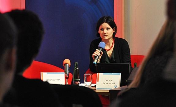 Pavla Špondrová studovala na fakultě sociálních studií. Nyní se věnuje lidským právům, genderu a advokátní praxi. Foto: archiv Pavly Špondrové