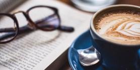 Studenti azaměstnanci FF mohou pomoci navrhnout název pro nový kavárenský pult vČítárně