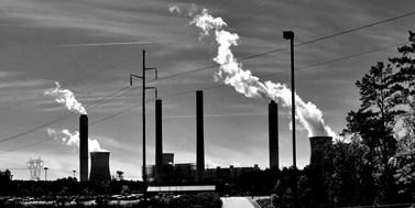 Komise navrhla mechanismus uhlíkového vyrovnání. Má pomoci súnikem uhlíku isnížením celosvětových emisí