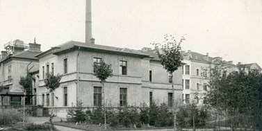 The same point of view: MU Faculty of Science then and now -Building no. 9