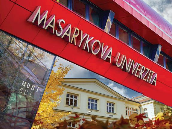 Koláž představuje dva areály Přírodovědecké fakulty MU: Univerzitní kampus Bohunice a areál na Kotlářské v centru Brna. Autorka fotky: Helena Brunnerová, koláž: Magdalena Burgr