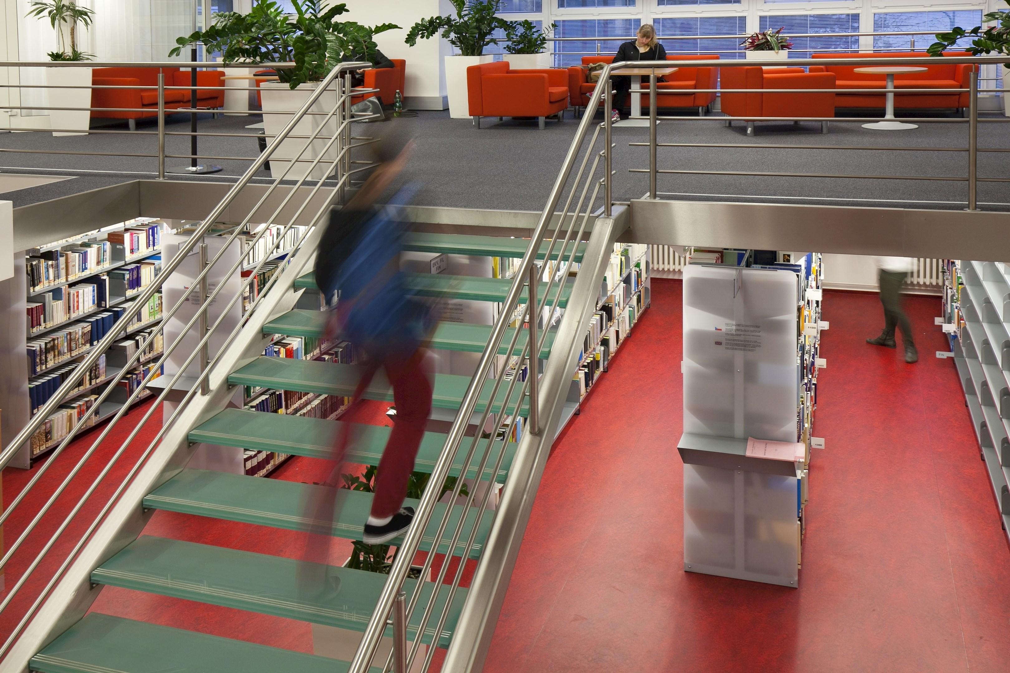 Moderní prostory knihovny na Ekonomicko-správní fakultě MU