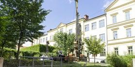 Budování hydrogeologického vrtu