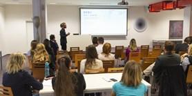 Doktorandy a postdoky zve Pedagogická fakulta MU do školy