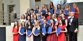 Absolventi brněnské farmacie získali po 60 letech diplomy z Masarykovy univerzity