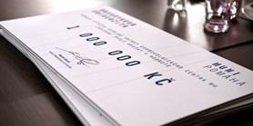 Milion korun ze sbírky předala MU základní škole v Hruškách