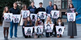 Fotografiemi a podpisy podpořili studenty a akademiky z Běloruska