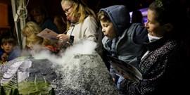 Noc vědců na Muni: Od výbuchu sopky po miniroboty
