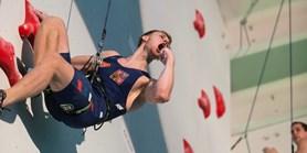 Video: Absolvent Muni je nejrychlejším akademickým lezcem světa