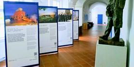 Výstava 100 příběhů Masarykovy univerzity se přestěhovala do Telče
