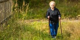 Seniorům by ke zdraví mohly pomoct technologie. Neumí je ale používat