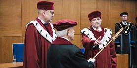 Rektor Martin Bareš byl slavnostně uveden do úřadu
