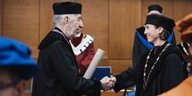 Přední osobnost dějin umění Hans Belting převzal čestný doktorát MUNI