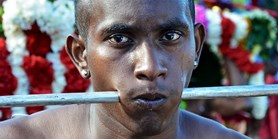 Výzkum: Extrémní mauricijský rituál posiluje zdraví
