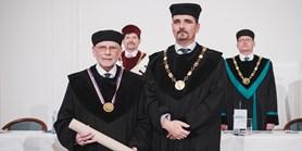 Ekotoxikolog John Paul Giesy získal čestný doktorát MUNI