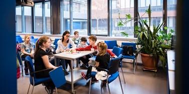 Univerzita otevřela krizové centrum. Přihlásilo se přes 2000 dobrovolníků