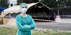 Dobrovolně v první linii: Medička měsíc pracovala v odběrovém stanu