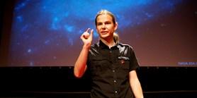 Werner: Místo pohádek mi táta ukazoval kosmonauty na Měsíci