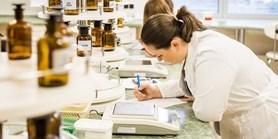 Farmaceutická fakulta se dneškem stává součástí Masarykovy univerzity